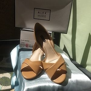 NWT Alex Marie 9.5 cream heels